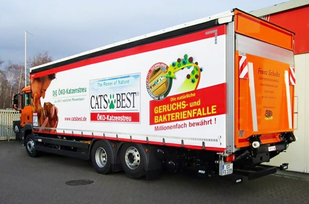 Curtainsider mit Ladebordwand