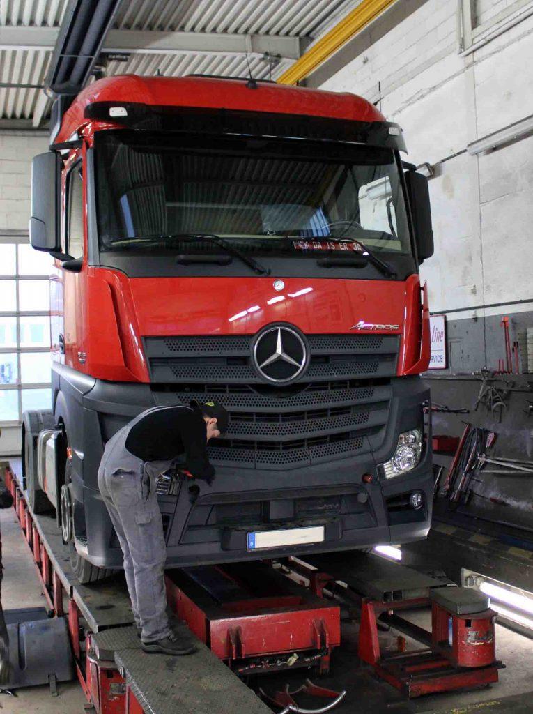 Einstellungsarbeiten und Restarbeiten - Fahrzeug fertig