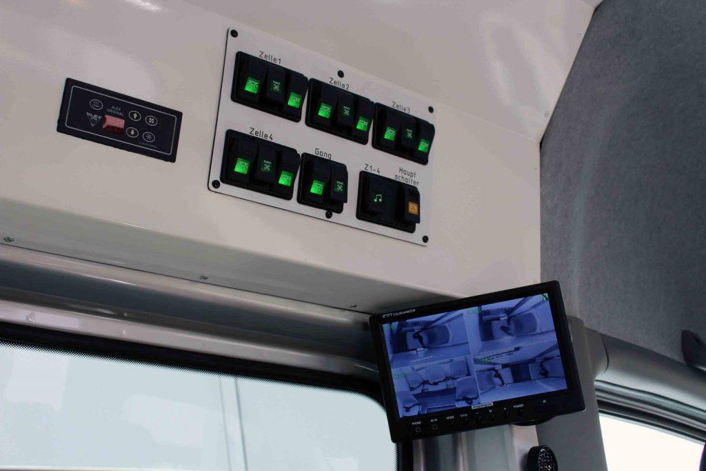 Bedienzentrale für die Zellen mit Überwachungstechnik