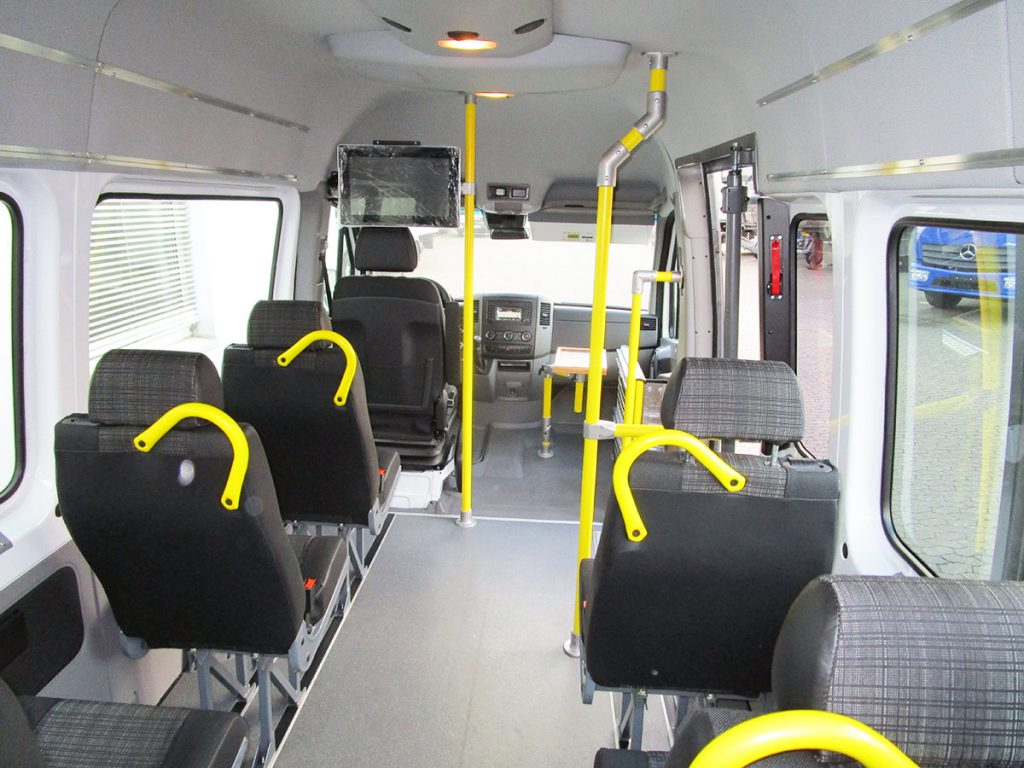 Sitze, Haltestangen und sonstige Extras